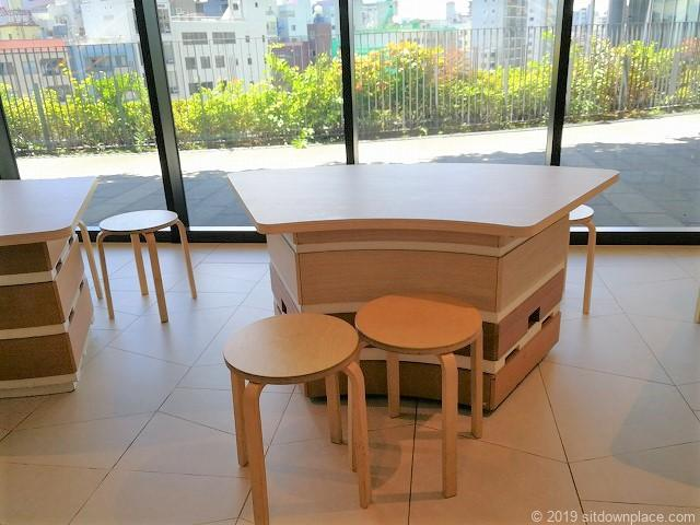 ソラマチ3F9番地エスカレーター横のテーブル席