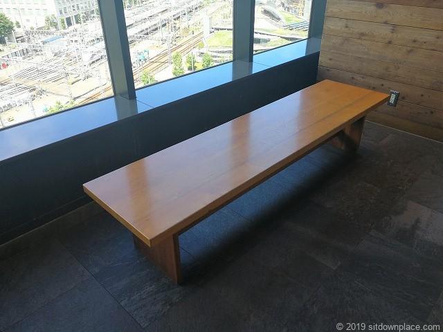ソラマチ6F12番地のベンチ