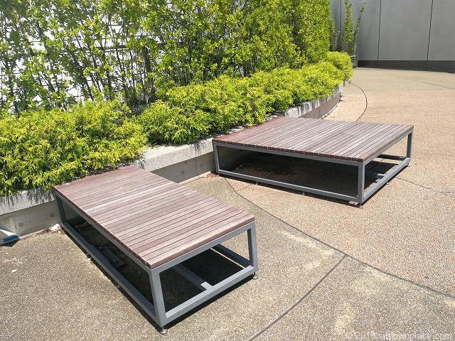 ソラマチ8Fドームガーデンの長方形のベンチ