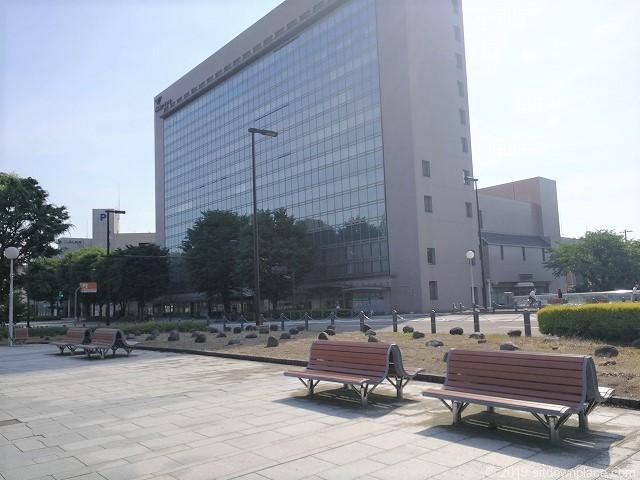 富山駅北口いたち川付近の休憩場所