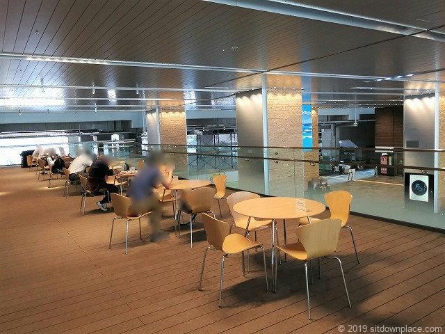富山駅新幹線中央改札口前2Fデッキの休憩場所