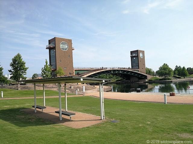 環水公園カナルパークの休憩場所と天門橋
