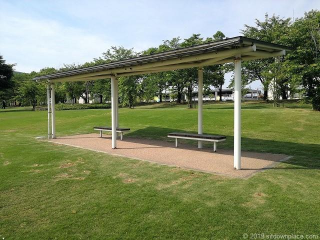 環水公園カナルパークのパーゴラとベンチ