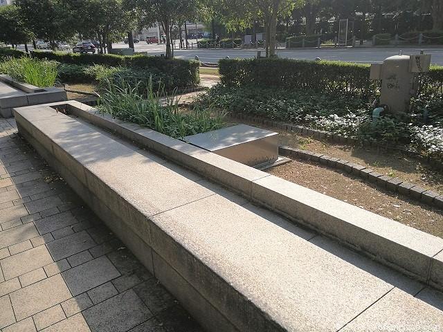 富山駅北口ブールバールのベンチ