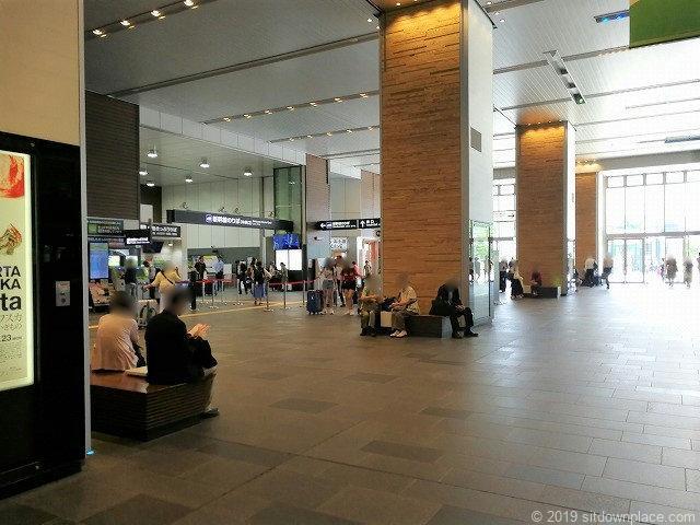 富山駅新幹線中央改札口前の休憩場所