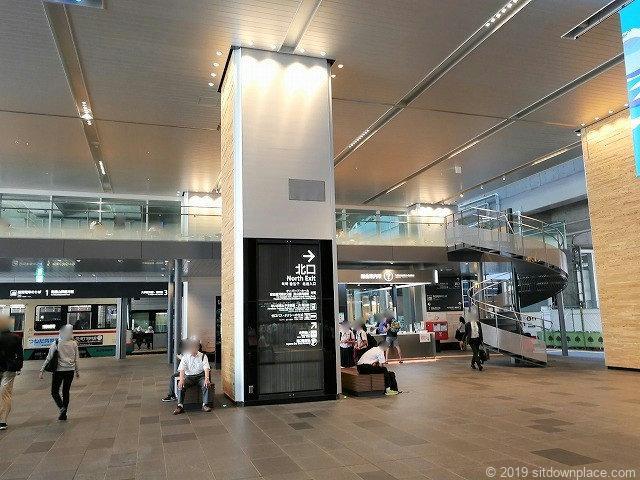 富山駅新幹線中央改札口前のスペース