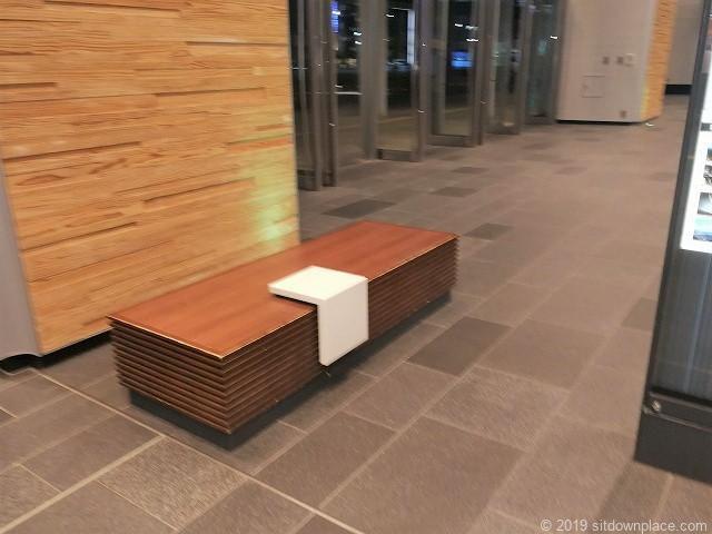 富山駅新幹線中央改札口前のベンチ
