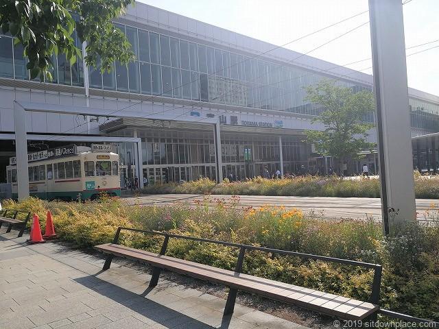 富山駅南口広場の休憩場所