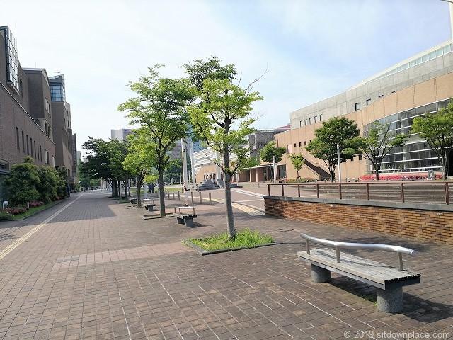 富山県民共生センターサンフォルテ前の休憩場所