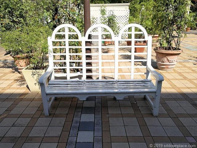 久屋大通庭園フラリエ中庭のかわいいベンチ