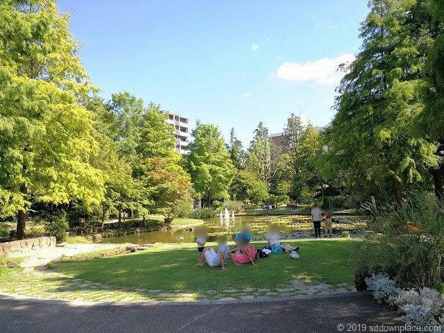 久屋大通庭園フラリエの芝生があるミニガーデン