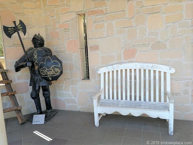 久屋大通庭園フラリエ西ウイングの騎士とベンチ