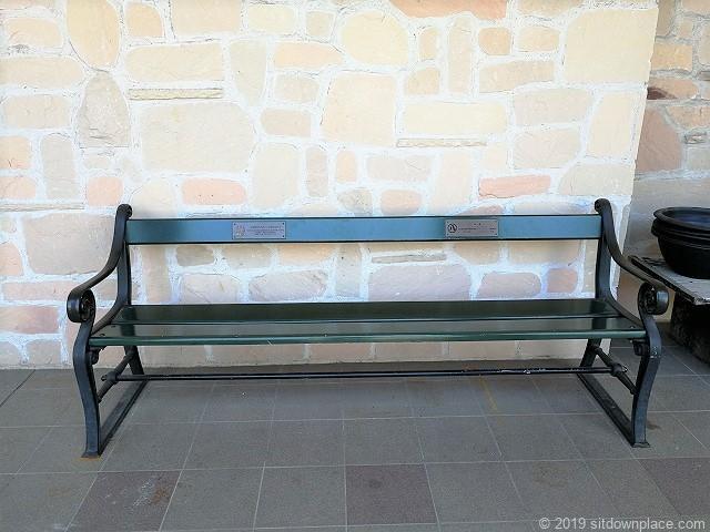 久屋大通庭園フラリエ西ウイングのシンプルなベンチ