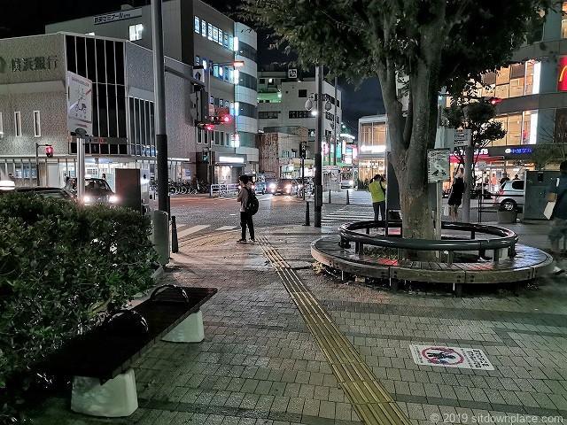 逗子駅前ロータリーの休憩場所