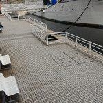 【桜木町駅】日本丸 ドック 船体前方側面の休憩場所