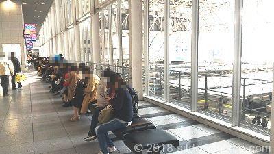 大阪駅連絡橋口改札前の座れる場所
