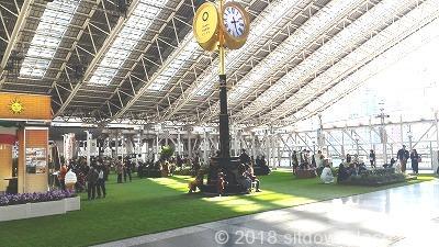 大阪駅時空の広場の座れる場所