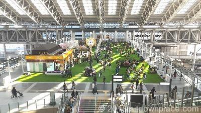 大阪駅時空の広場の座れる場所全体