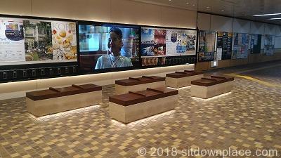 新神戸駅新幹線側改札横の座れる場所
