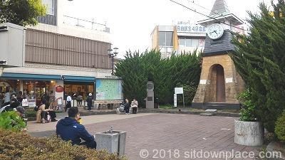 鎌倉駅西口の座れる休憩場所