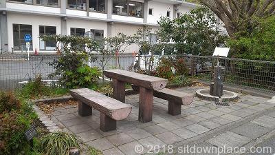 鎌倉市役所前の座れる休憩場所