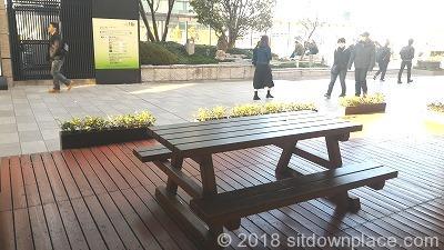 大阪ステーションシティノースビル和らぎ庭の座れる休憩場所