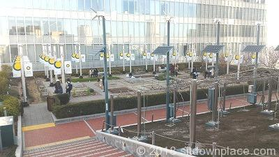 大阪ステーションシティノースビル天空の農園の座れる休憩場所