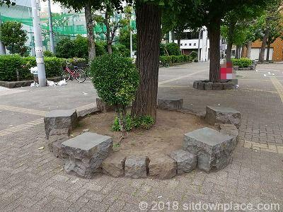 花川戸公園の座れる休憩場所