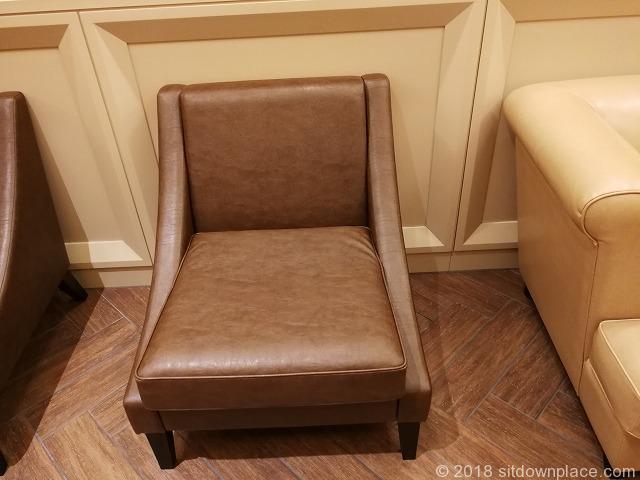 東京ミッドタウン日比谷2F3F化粧室前のソファ