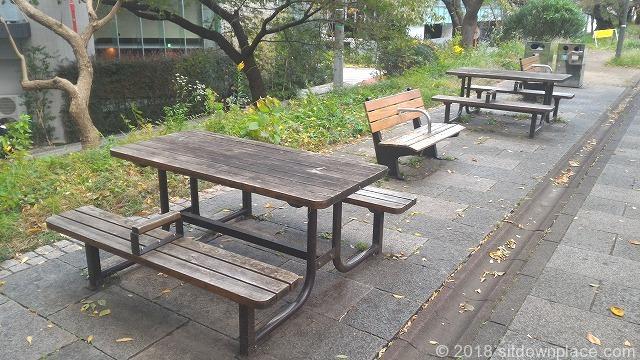 市ヶ谷外濠公園のベンチ