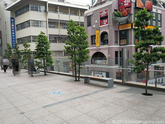 立川伊勢丹横宝くじ売り場前デッキの休憩場所