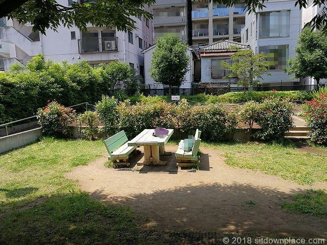 蔵前公園のテーブル席