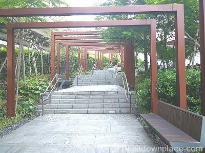 平河町森タワー階段の座れる休憩場所