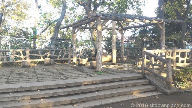 西日暮里公園の東屋