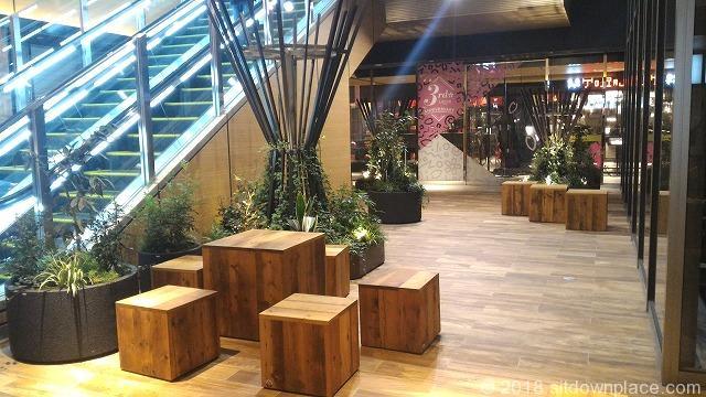 LUCUAB2Fバルチカの木製テーブルとベンチ