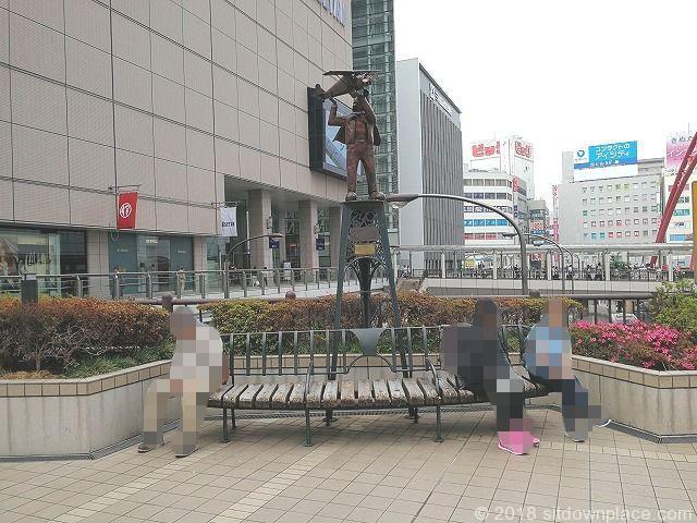 立川北駅前 ペデストリアンデッキの座れる休憩場所