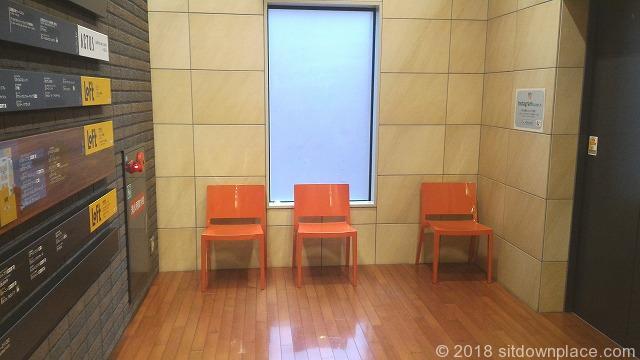天王寺あべのand エレベーター前のベンチ