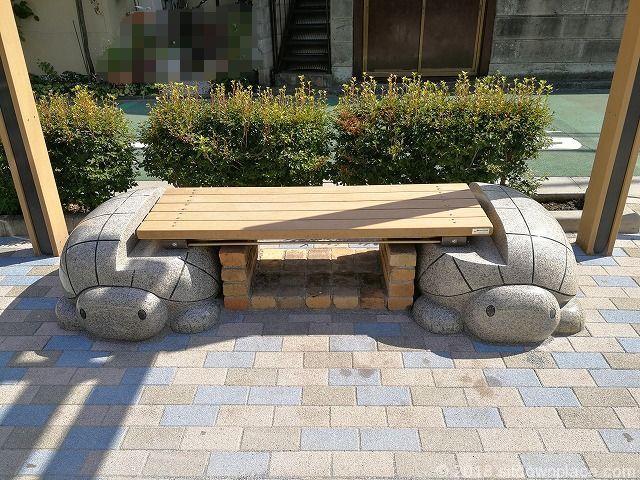 戸越カメさん広場のベンチ