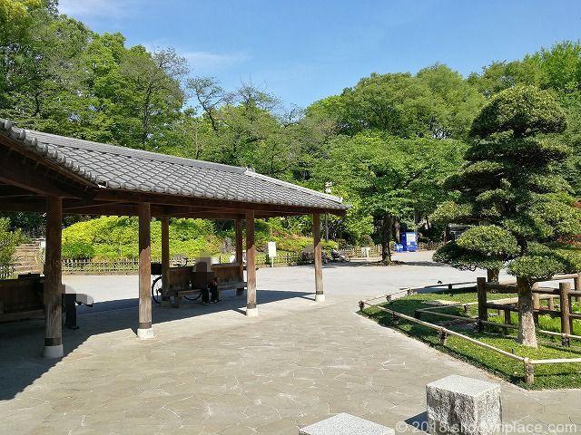 戸越公園の座れる休憩場所