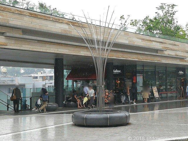 二子玉川ライズテラスマーケット2Fの座れる休憩場所
