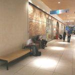 【二子玉川駅】ライズ タウンフロント1F オークモール側出入口付近の休憩場所