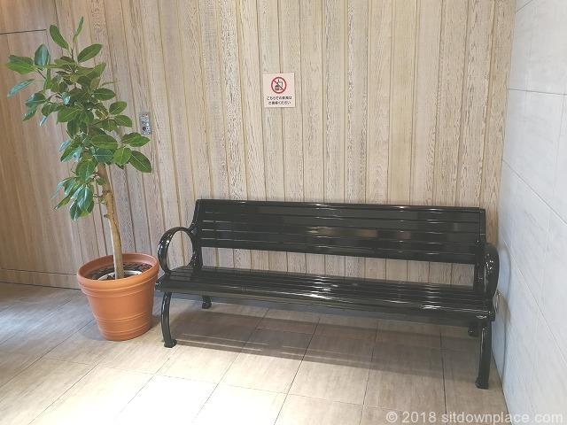 二子玉川ライズタウンフロント東エレベーター2Fの座れる休憩場所
