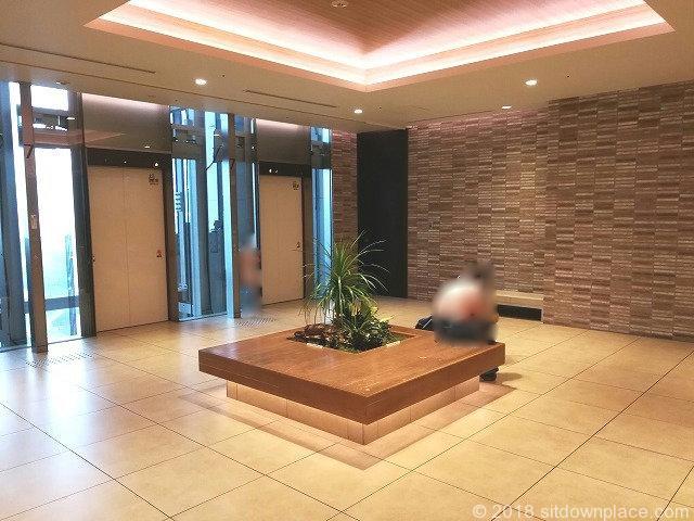 二子玉川ライズタウンフロント東エレベーター7Fの座れる休憩場所