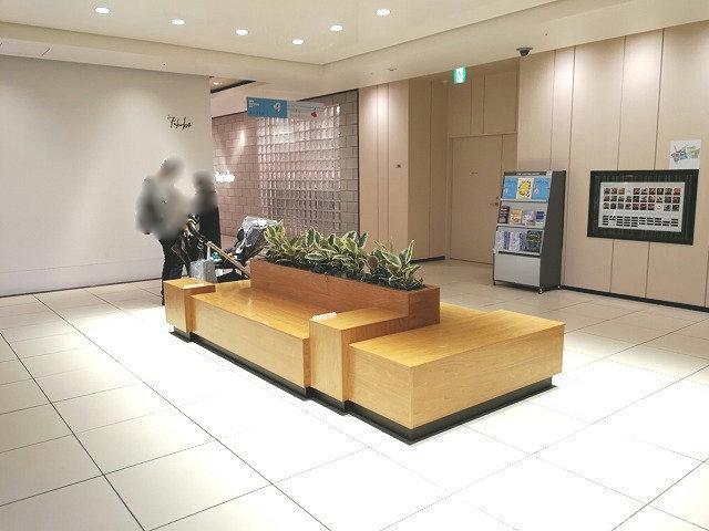 二子玉川ライズタウンフロント東エレベーター1Fの座れる休憩場所