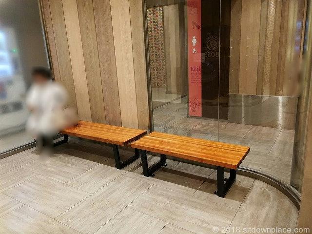 川崎ダイス6Fパウダールーム前の座れる休憩場所
