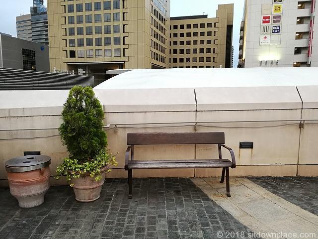 ラチッタデッラマジョーレ3F回廊のベンチ1