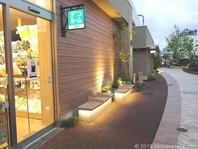 武蔵小金井駅ムサコガーデンののみちの座れる休憩場所