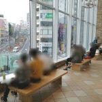 【大塚駅】アトレヴィ 2F・4F ガラス窓前の休憩場所
