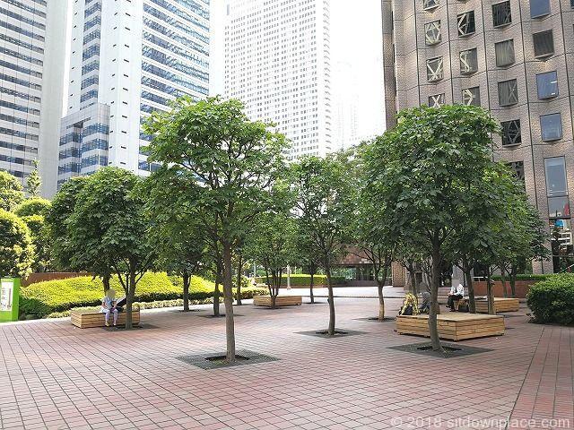 新宿センタービルの座れる休憩場所