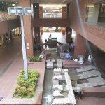 【新宿駅】新宿センタービルB1F 水の広場の休憩場所